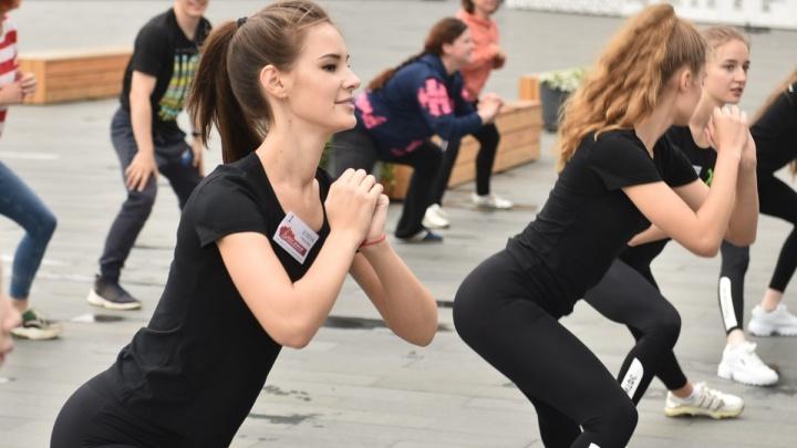А вам слабо? Девушек позвали провести день так же, как финалистки «Мисс Екатеринбург»