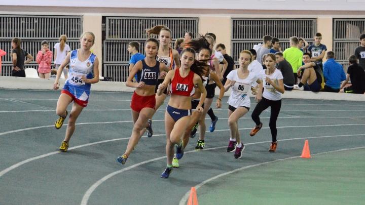 «Взлететь над землей»: в Волгограде легкоатлеты побили три рекорда турнира Татьяны Лебедевой