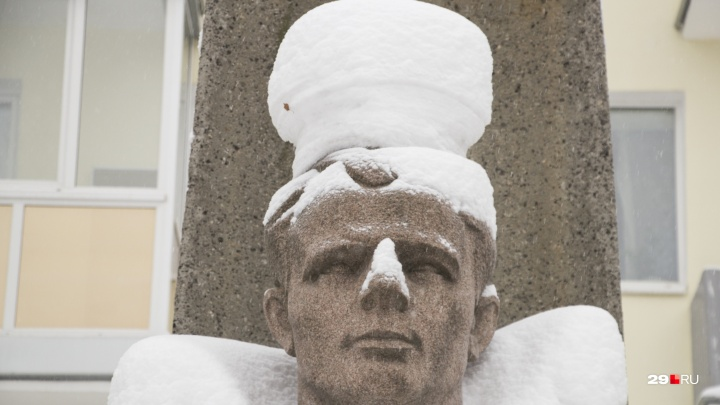 Время большого снега: смотрим, как Архангельск вновь зарастает непроходимыми сугробами
