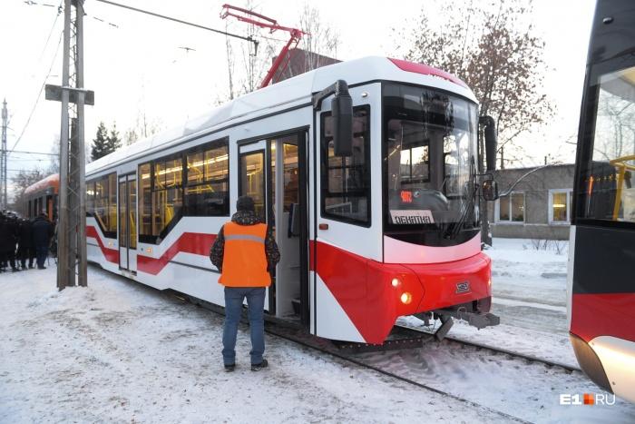 Один из новых трамваев уже доставили с завода в Западное депо