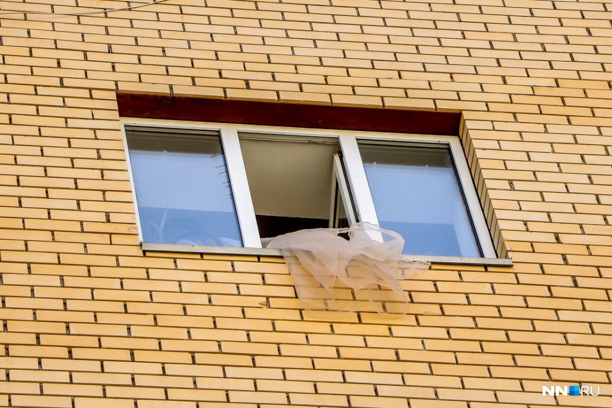 Ребёнок выпал из окна восьмого этажа