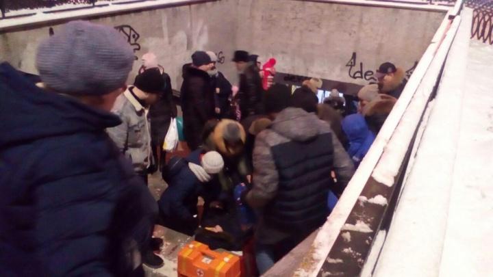 В Челябинске парень упал и потерял сознание на лестнице подземного перехода к площади Революции