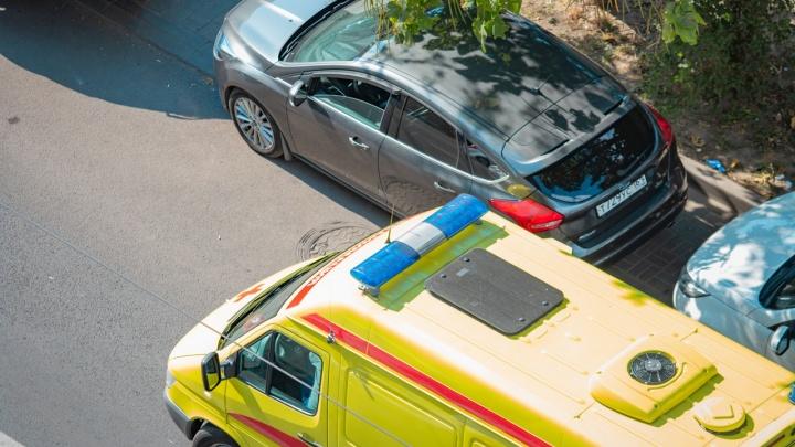 В центре Ростова мужчина умер за рулем собственного автомобиля