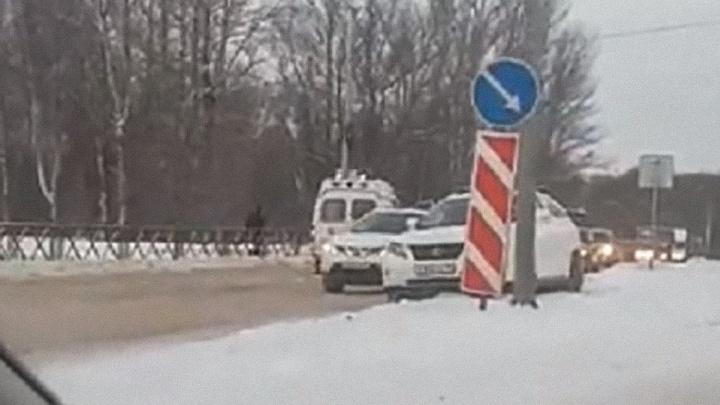 «Его погрузили в скорую»: в Ярославле водитель на «Лексусе» сбил пешехода