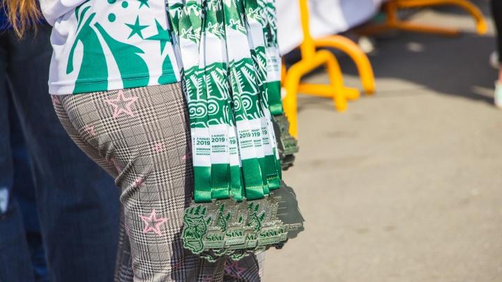 Семидесяти участникамСибирского международного марафона не хватило медалей
