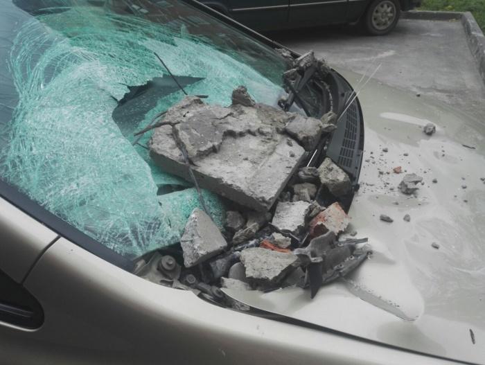 Автовладельцы считают, что машина получила ущерб не меньше 60 тыс. руб.