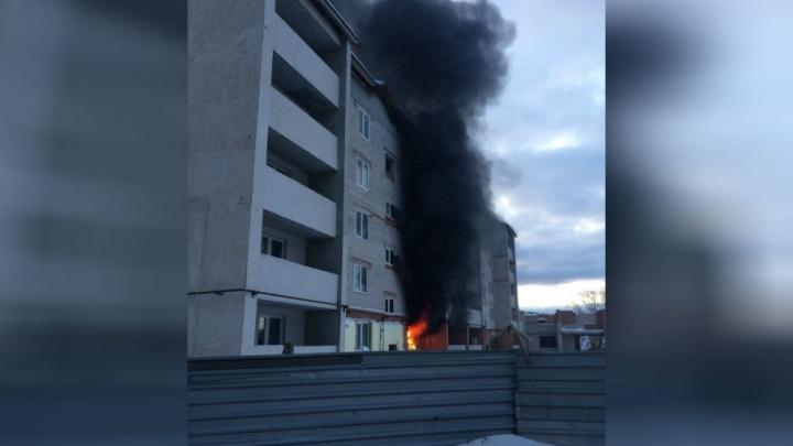 В Башкирии вспыхнул недостроенный дом