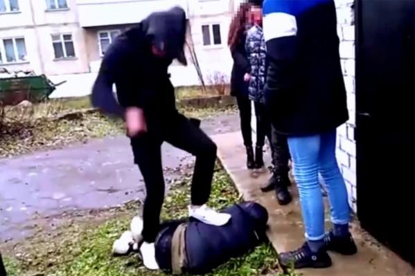Подросток получил десятки сильных ударов по всему телу