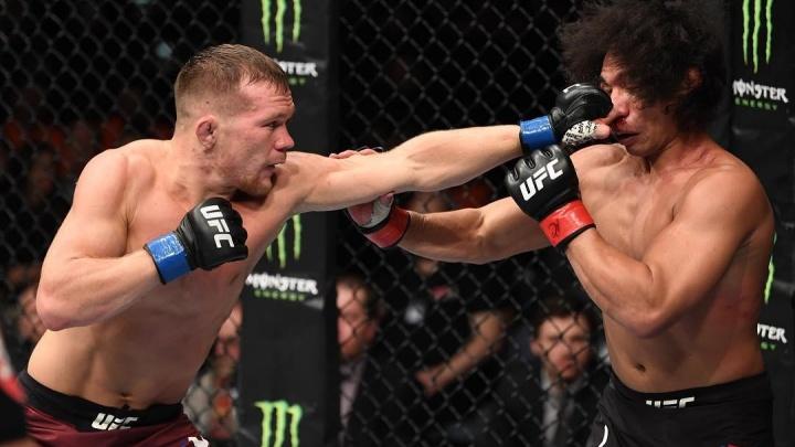 Екатеринбургский боец Петр Ян победил американца Джона Додсона на турнире UFC в Праге