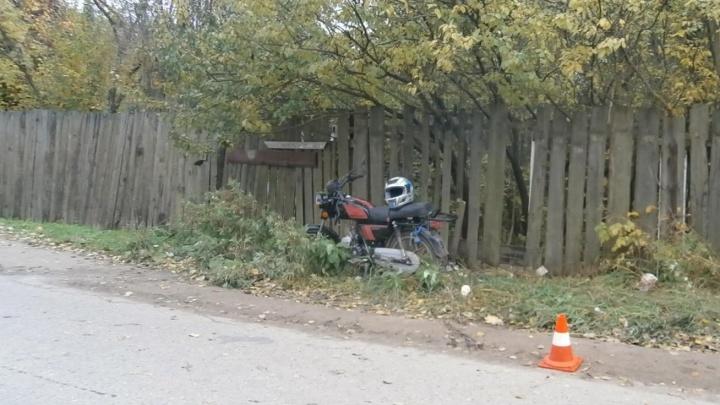 Сломаны ноги, выбиты зубы: в Ярославской области мотоциклист влетел в толпу девушек
