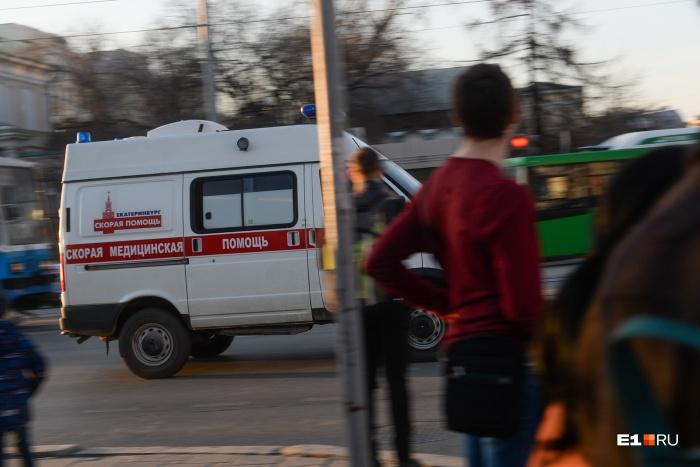 В торговый комплекс приехали четыре бригады медиков, в том числе две реанимации