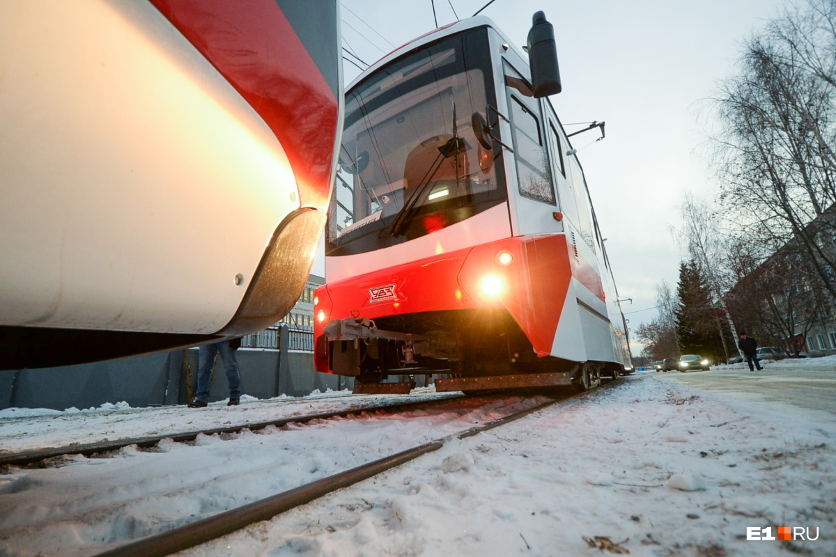 Мэрия Екатеринбурга купила у Уралтрансмаша новые трамваи и задумалась о повышении стоимости проезда