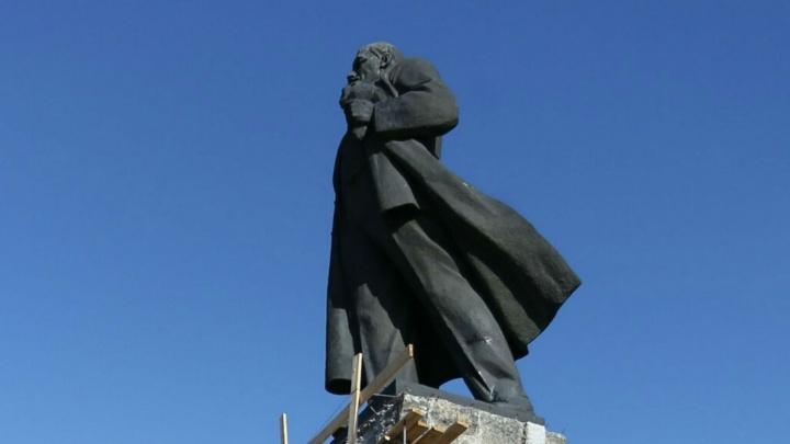 Покусились на вождя: в Челябинске приостановили ремонт памятника Ленину