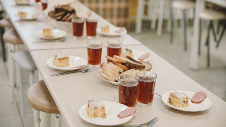 Родители массово жалуются на плохую еду в восьми тюменских школах
