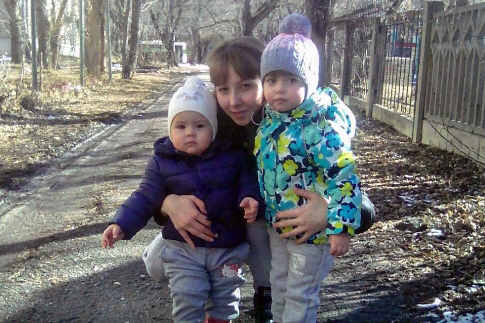 Анне Новиковой выделили квартиру в доме, расположенном в 26 километрах от детского сада её старшей дочери