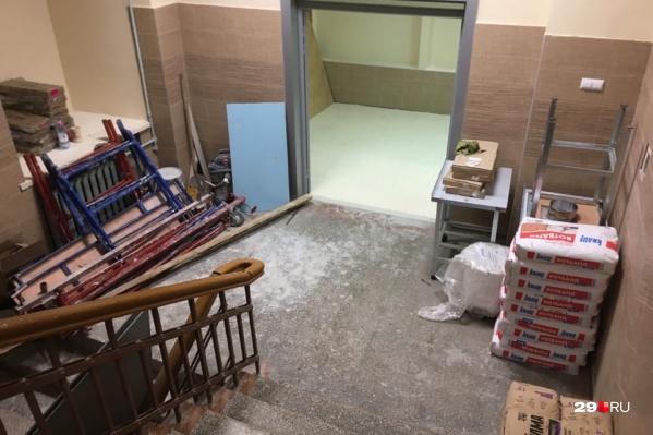 Столовая в лицее закрыта, периодически закрывают и туалеты