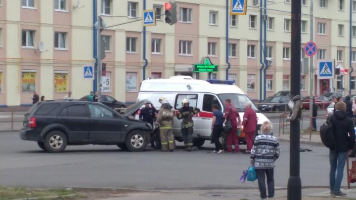 В Рыбинске иномарка чуть не врезалась в театр