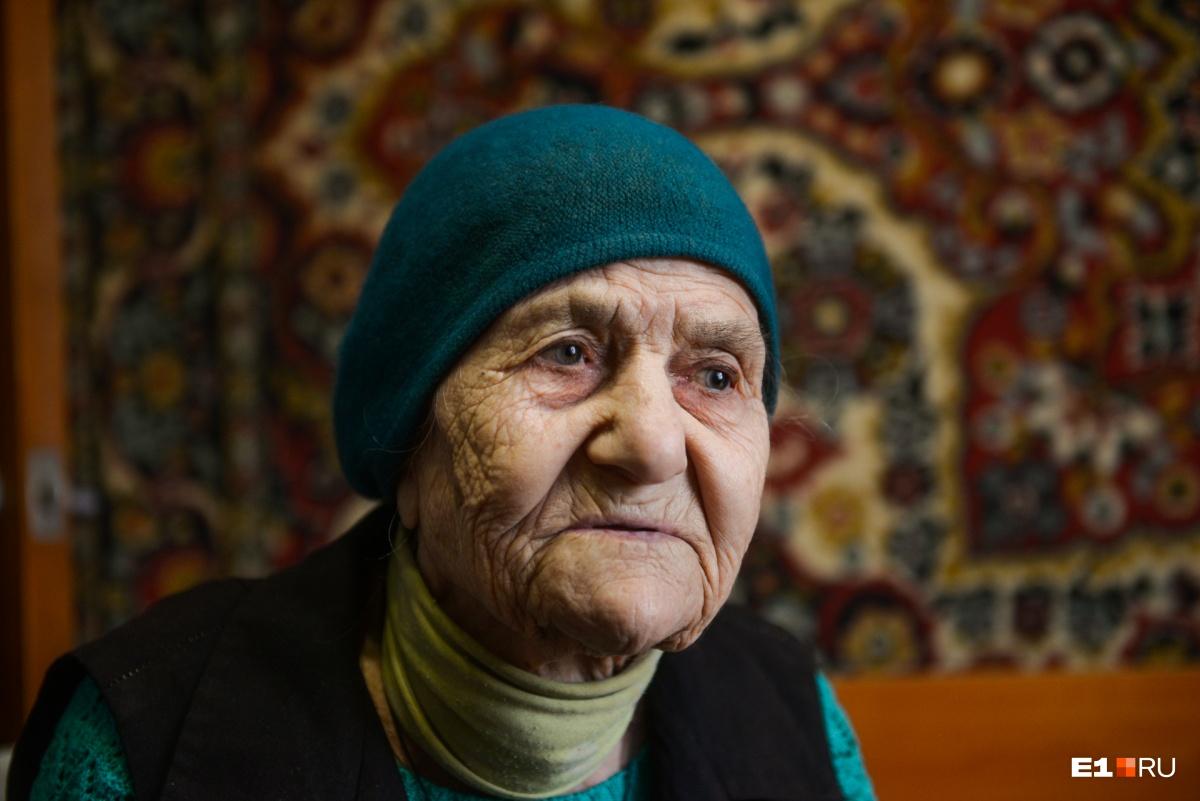 «Тяжелая жизнь мне досталась»: история 102-летней бабушки, которая пережила всю свою семью