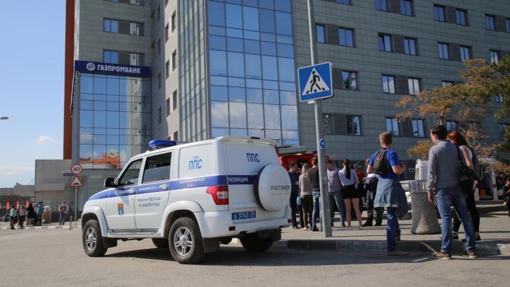 «Сообщения оказались ложными»: в Волгограде эвакуировали и проверили шесть центров и рынок