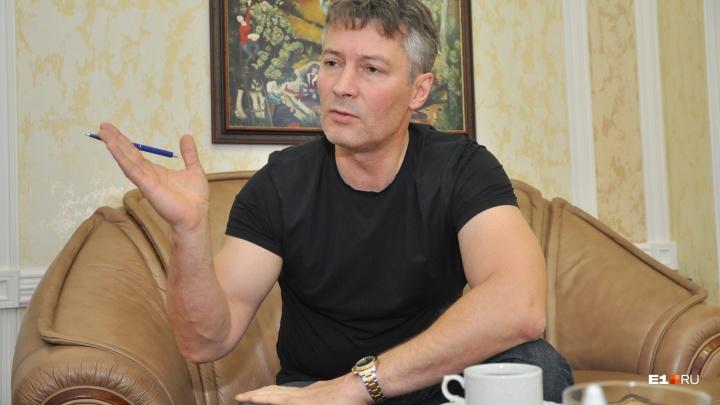 «Мне и здесь есть кому помогать»: Евгений Ройзман ответил на обвинения Марии Захаровой