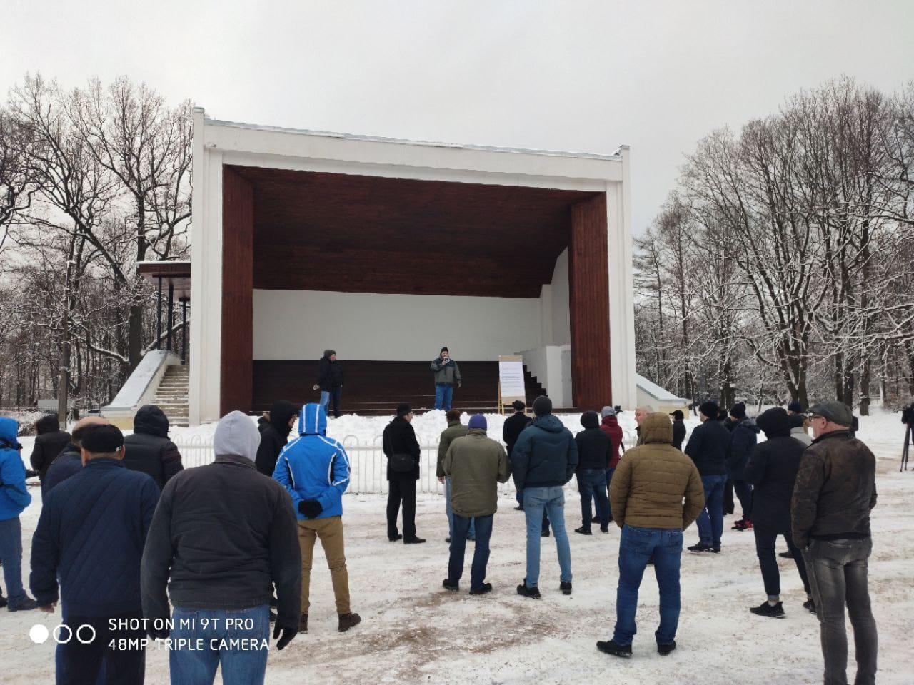 Однаиз протестныхвстреч прошла на этой неделе вСанкт-Петербурге и обещала собрать тысячи человек, по фактуна нее пришло от силы пара десятков