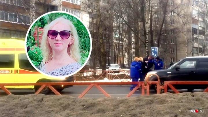 «Ты чё её бьёшь, пёс?» Ярославец набросился на девушек-врачей, которые на месте ДТП спасали его маму