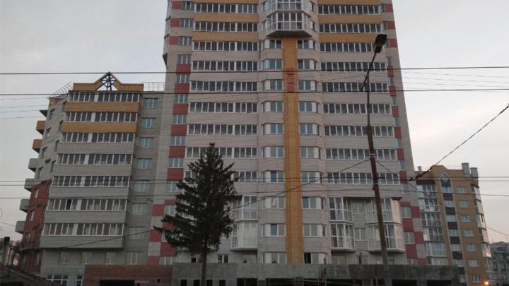 Двух руководителей обвинили в хищении денег у 400 омичей, решивших купить квартиры