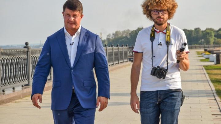 «Почему асфальт разный?»: мэр Ярославля и человек-кефир снялись в шоу блогера Ильи Варламова