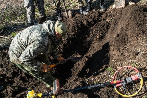 Участники объединения «Миус-фронт» ведут раскопки в Ростовской области