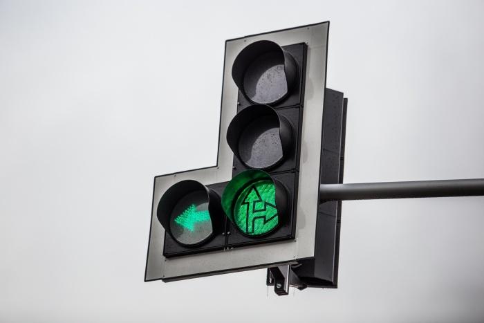 Светофор на перекрёстке погас из-за проблем с кабельной канализацией