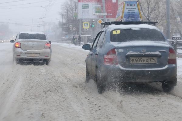 Автомобилисты с самого утра увязли в снежной «каше»