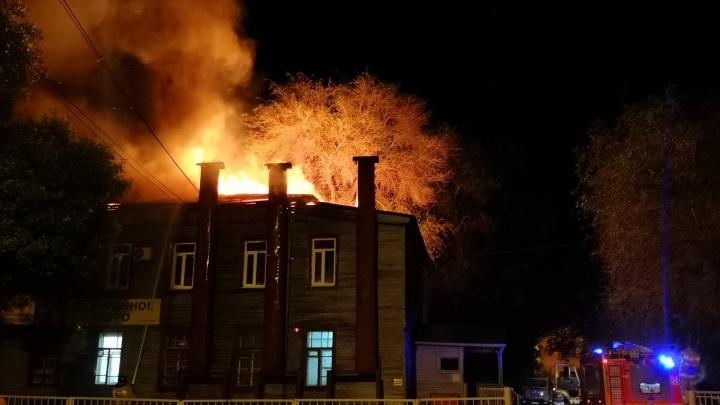 Ритуальный костер: в Тольятти сгорело похоронное бюро