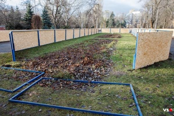 На этой неделе мастера начнут собирать короб в Комсомольском саду