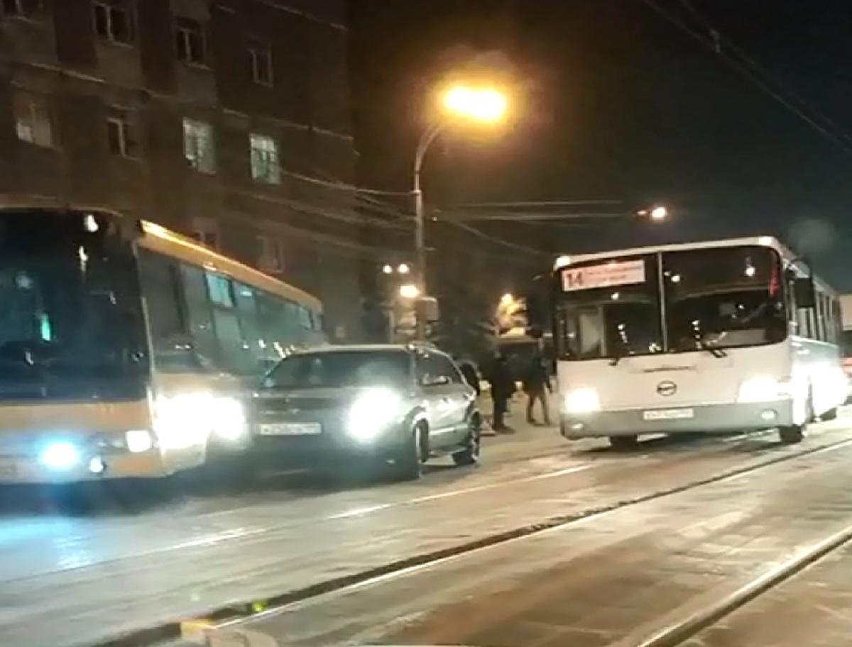 ДТП случилось в утренний час пик недалеко от площади Сибиряков-Гвардейцев