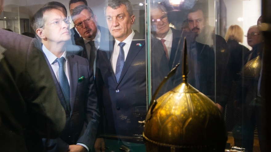 Сжимая золотые ножницы: как открывали «Эрмитаж-Сибирь» в Омске