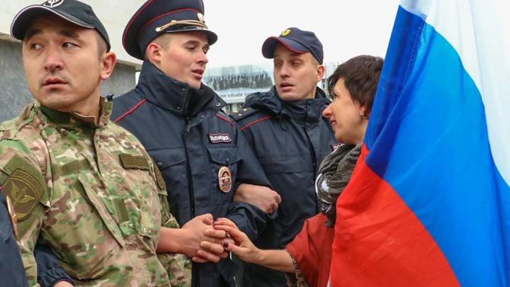 «Период гордости»: в каких случаях можно использовать флаг РФ?