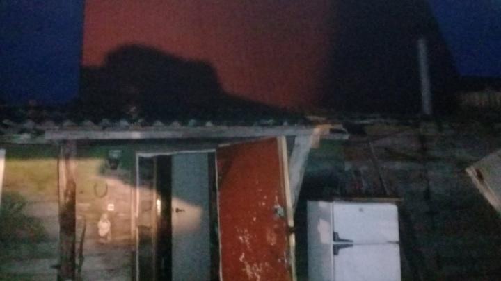 Тушили почти два часа: в Ярославской области в ночном пожаре заживо сгорел мужчина