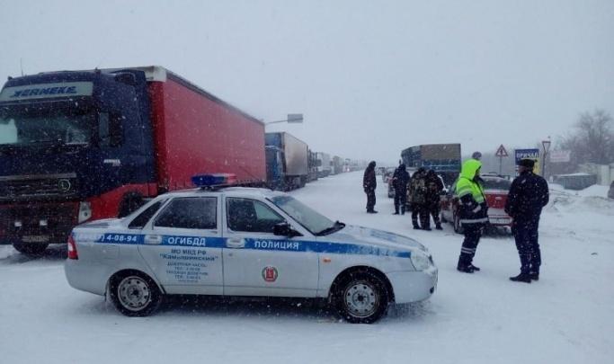 Чтобы не застревали: в Волгоградской области на зиму закрыли региональную дорогу