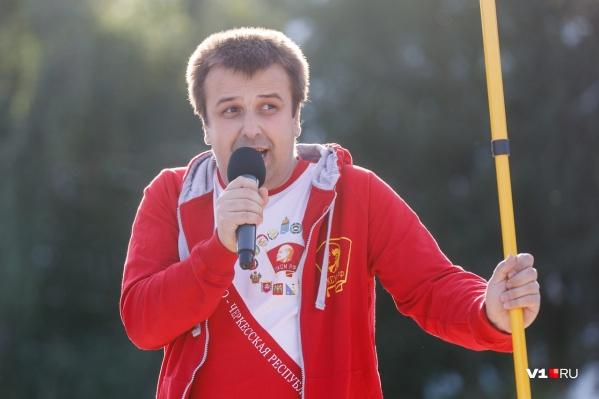 Олега Кравченко в обкоме называют возможным распространителем фейковых новостей о КПРФ. А он обвиняет обком в «сливе» выборов
