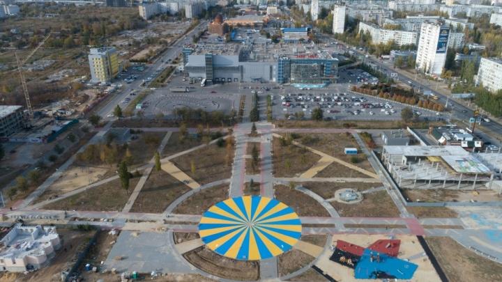 Как по взлетной полосе: в Дзержинском районе Волгограда открыли парк Героев-летчиков