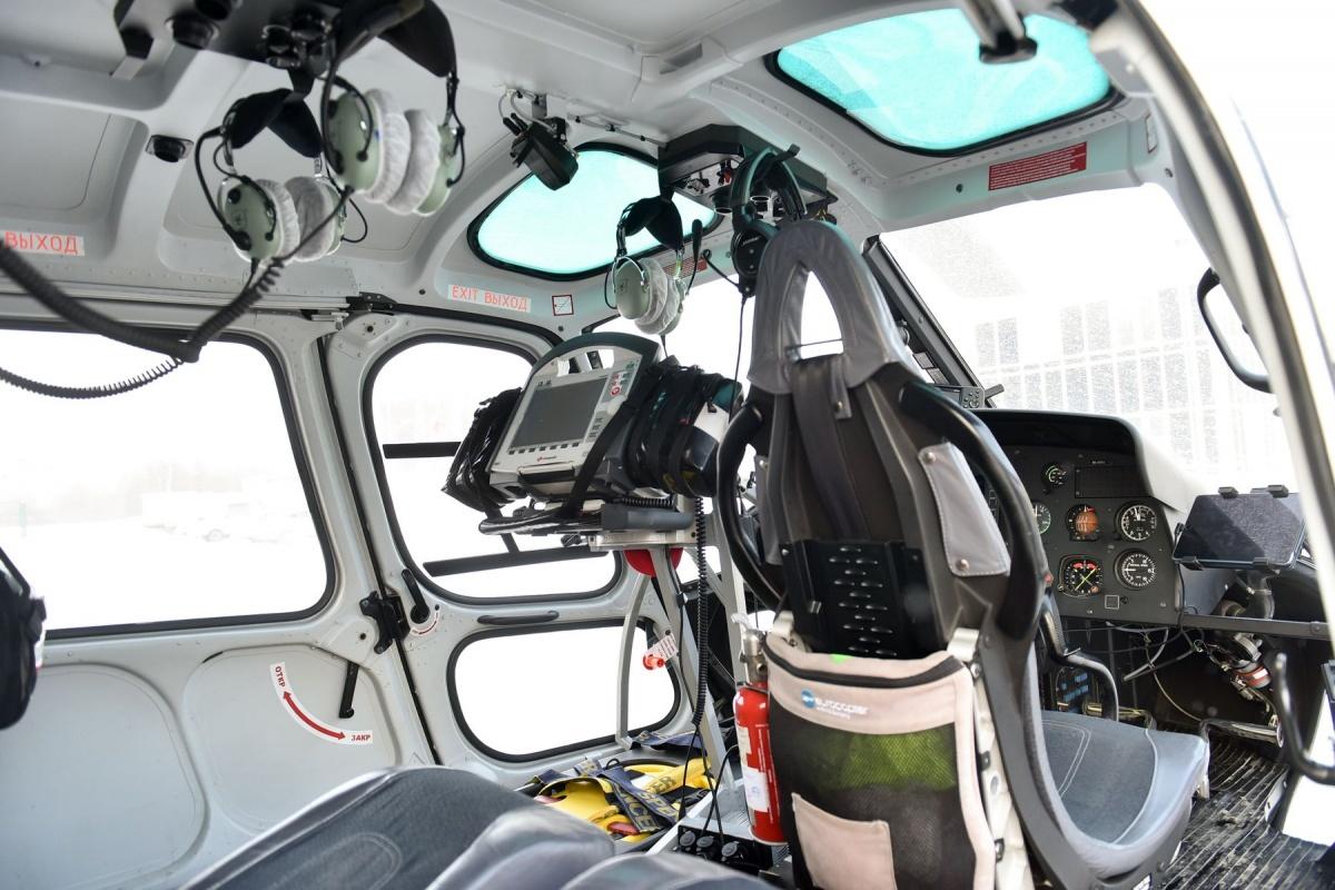 В вертолете есть все оборудование, чтобы следить за самочувствием пациента