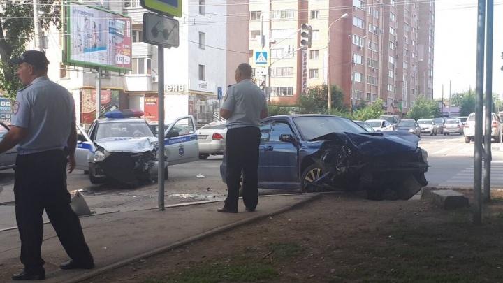 Не уступил дорогу: на проспекте Кирова столкнулись «Субару» и машина ДПС
