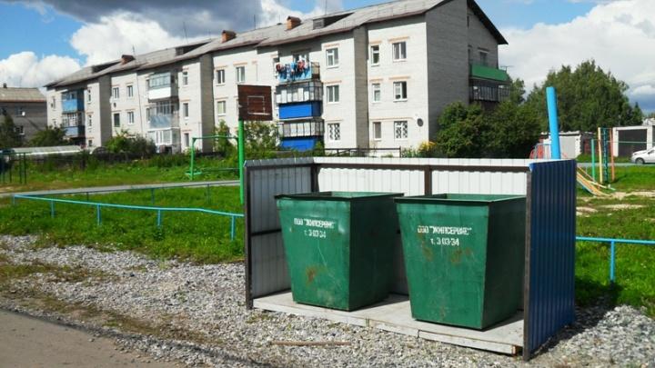 Ялуторовская УК сделала постановочные фото мусорных баков, чтобы отчитаться перед приставом