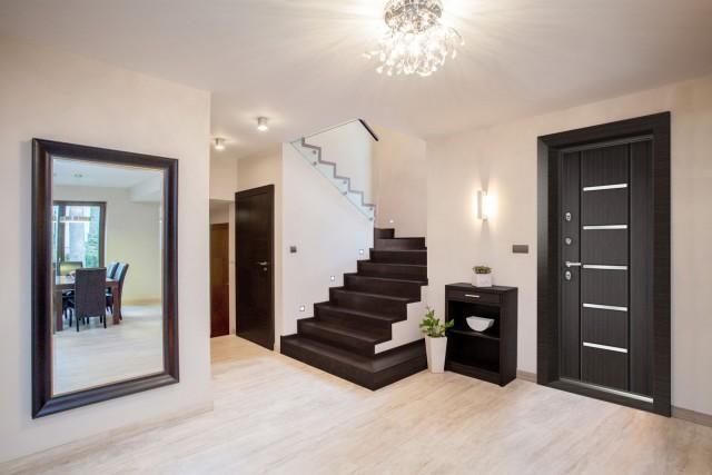 Тепло и комфортно: российские инженеры придумали идеальные двери для загородных домов