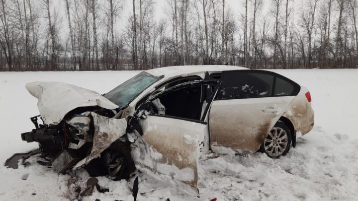Появилось видео столкновения трех легковушек на трассе в Башкирии, где погиб человек