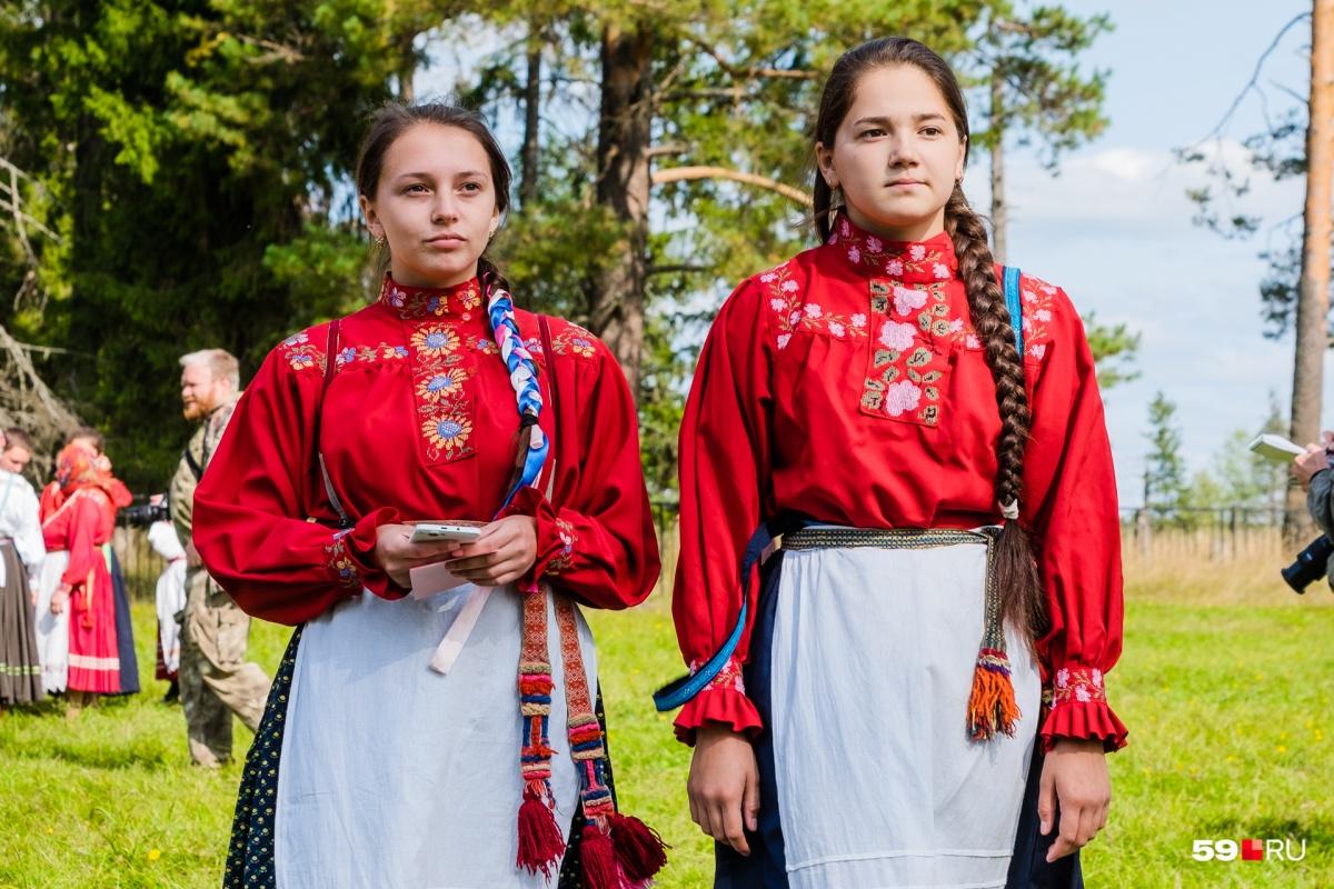 Участницы праздника в народных костюмах
