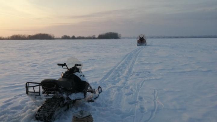 Сызранец на снегоходе застрял в жиже на Волге