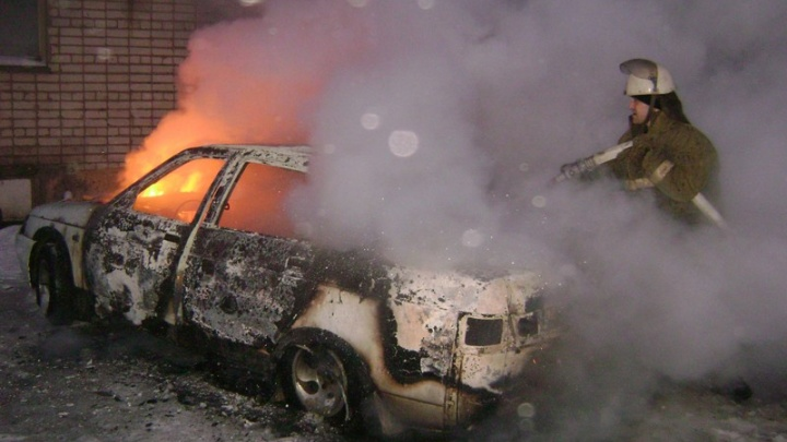 МЧС Курганской области рассказало, почему горят машины