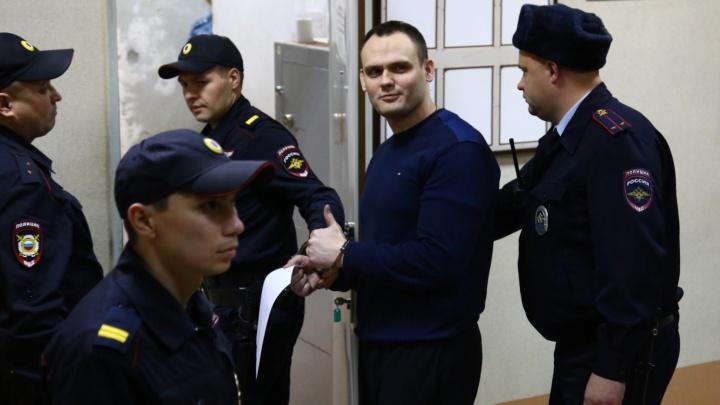 Фитнес-тренеру, которого посадили за мастурбацию при девочке, предъявили иск на 2 миллиона рублей
