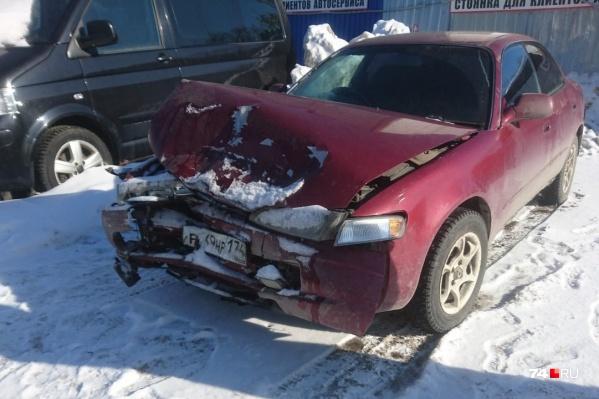 Автомобиль Анны после ДТП. Женщина получила перелом носа и травмы шеи, но аварию признали инцидентом без пострадавших